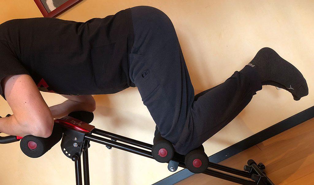 5 Minutes Shaper - beim Training werden die Knie angezogen (Phase 1)